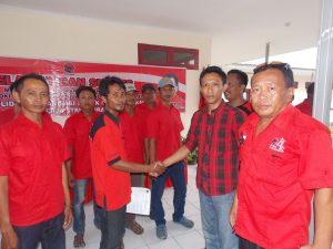 Ketua Ranting terpilih mendapatkan ucapan Selamat dari Pengurus DPC, PAC & peserta kegiatan..