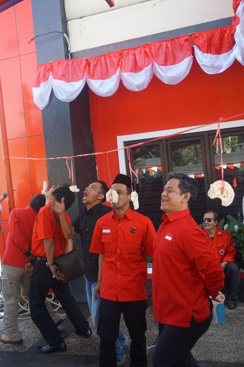 Photo of Serunya Lomba Agustusan di DPD PDI Perjuangan Jabar (FOTO)