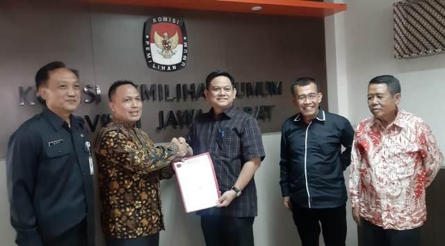 Photo of DPD PDI Perjuangan Jabar Serahkan Berkas LHKPN Caleg DPRD