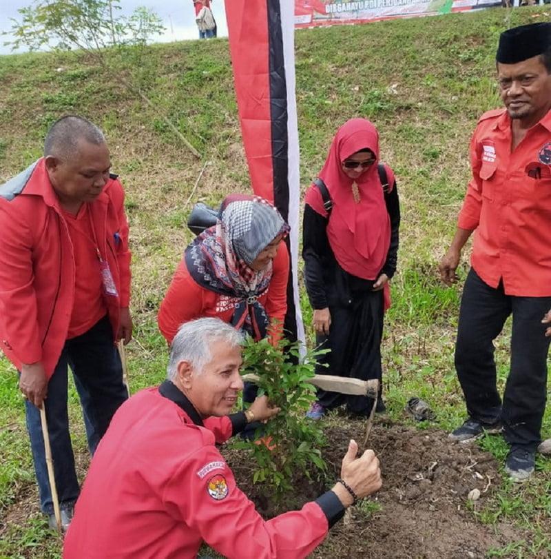 Photo of Ulang Tahun Ke-47 PDI-Perjuangan, DPC PDIP Kab Purwakarta Gelar Baksos Dan Tanam 600 Pohon