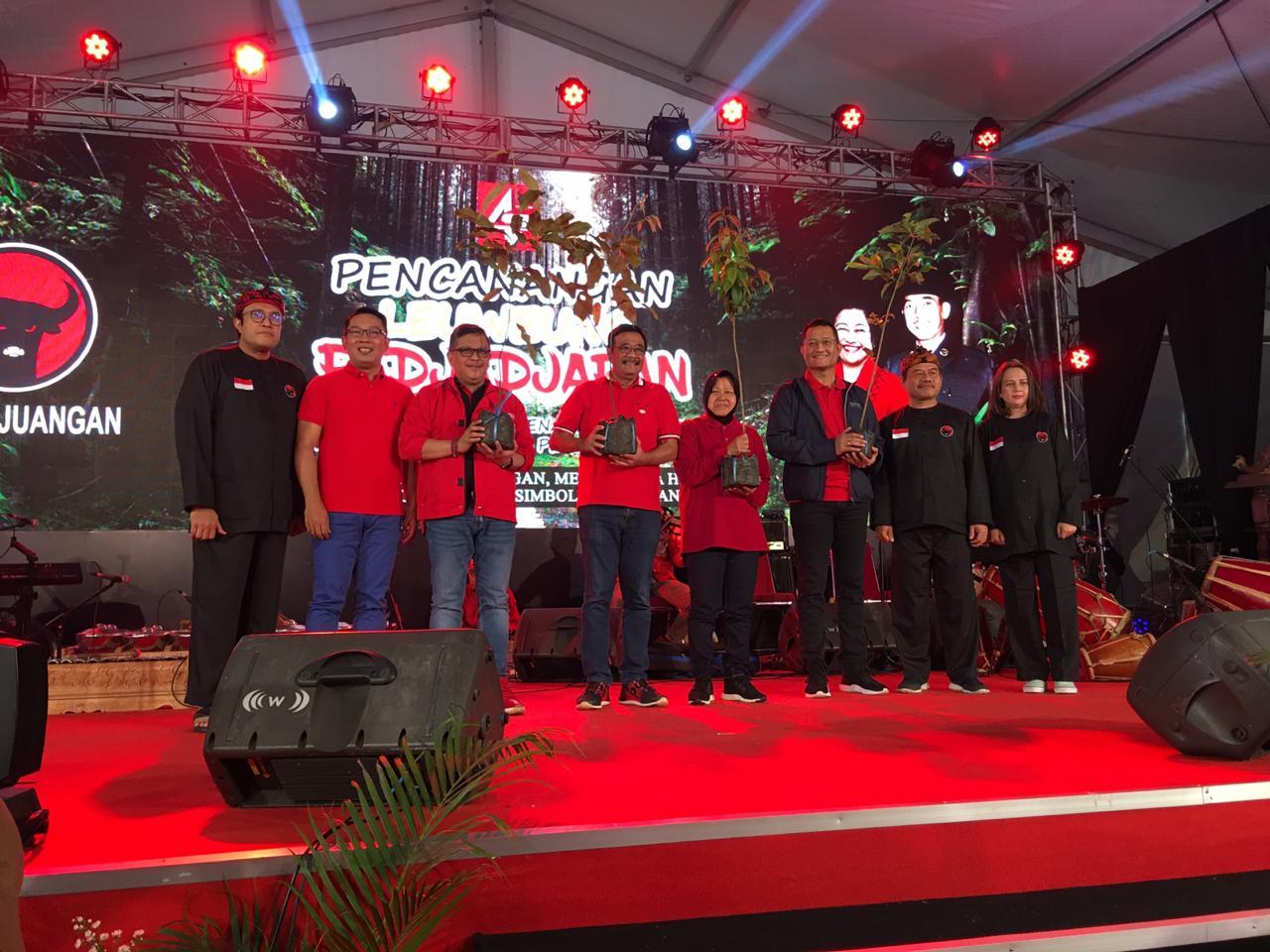 Photo of Rayakan HUT PDIP dan Ibu Megawati, Ratusan Ribu Pohon Ditanam di DAS Citarum