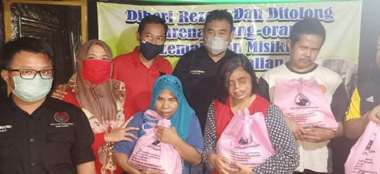 Photo of Jelang PSBB, DPC PDI Perjuangan Kabupaten Garut Berbagi Kepada Penyandang Disabilitas
