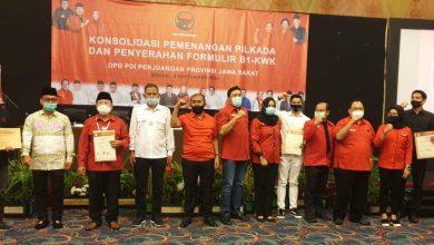 Photo of PDI Perjuangan Serahkan B1-KWK Pada 8 Paslon Pilkada Jabar